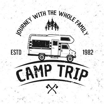 Camping van vektor vintage emblem, etikett, abzeichen oder logo isoliert auf weißem hintergrund