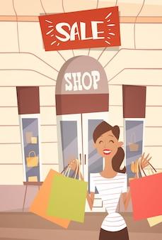 Cartoon-frau mit einkaufstasche big sale banner retial store exterior