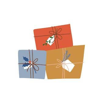 Cartoon kleiner stapel von weihnachtsgeschenkboxen isoliertes konzept für weihnachtsbanner für das urlaubshandwerk ...