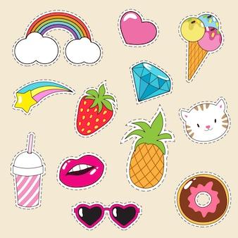 Cartoon modische mädchen patches sammlung. ikonen der eiscreme, des kleinen kuchens, der ananas und der pussykatze