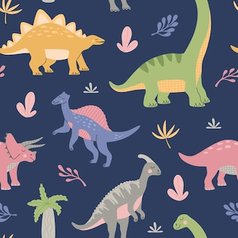 Cartoon süße dinosaurier unter tropischen pflanzen. nahtloses muster für kinder. bunte prähistorische tiere auf blauem hintergrund isoliert. handgezeichnete vektorgrafik im modernen flachen stil.