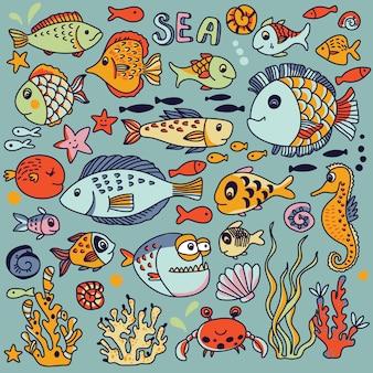 Cartoon-unterwasserikonen mit krabben, fischen, seepferdchen, korallen und anderen meereselementen.