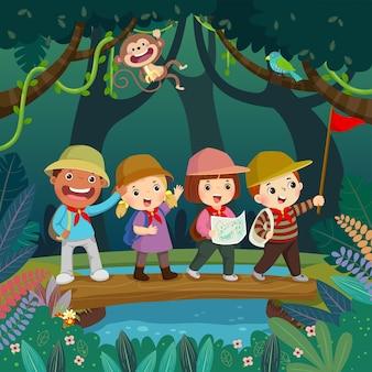 Cartoon von kindern mit rucksäcken, die auf einer holzbrücke über den bach im dschungel laufen. konzept des sommercamps für kinder.
