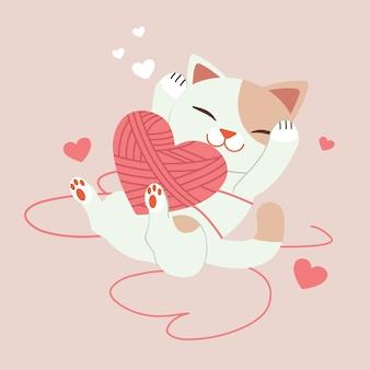 Charakter der niedlichen katze spielt mit garn mit herz auf rosa