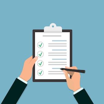 Checkliste zwischenablage in der hand