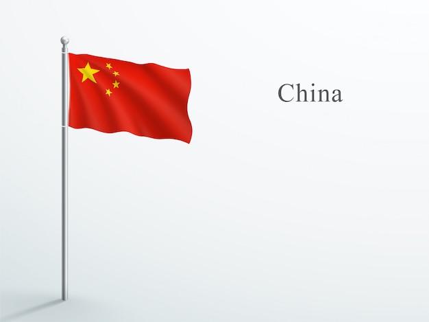 China-flagge, die auf stahlfahnenmast weht