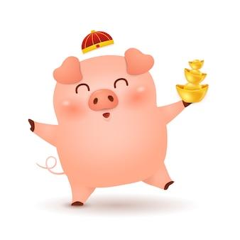Chinesisches neujahr. niedliche karikatur little pig charakter mit traditionellem chinesischen roten hut und hält chinesischen goldbarren lokalisiert auf weißem hintergrund. das jahr des schweins. tierkreis des schweins