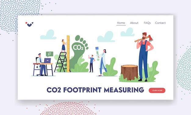 Co2-fußabdruck-messung der zielseitenvorlage. winzige zeichen messen die kohlenstoffemissionsmenge in der luft. dioxid-treibhausgase als grund des klimawandels, save planet. cartoon-menschen-vektor-illustration