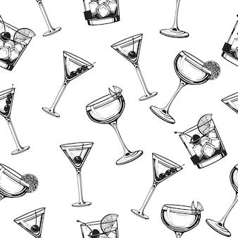 Cocktails nahtloses muster alkoholisches glas hand gezeichnete gravurillustration