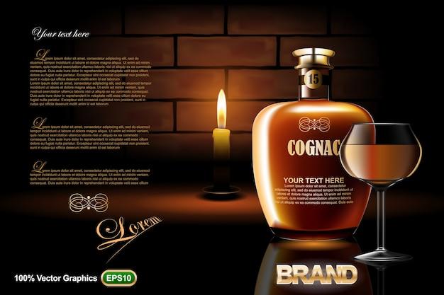 Cognac-flaschenanzeigenschablone verspotten oben, mit glaskerze und auf dunklem backsteinmauerhintergrund