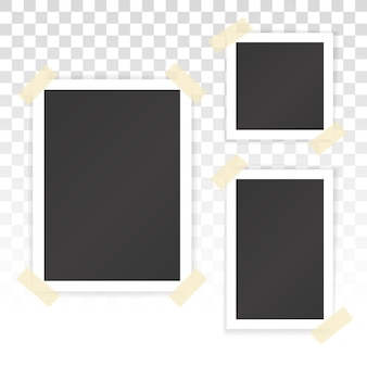 Collage aus leeren fotografien mit aufklebern auf transparentem hintergrund. vektormodell der albumseite mit weißen bilderrahmen in verschiedenen größen