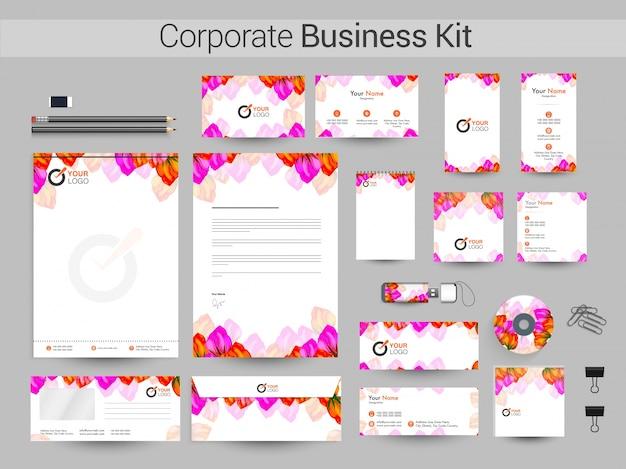 Corporate identity oder business kit mit schönen blumen.
