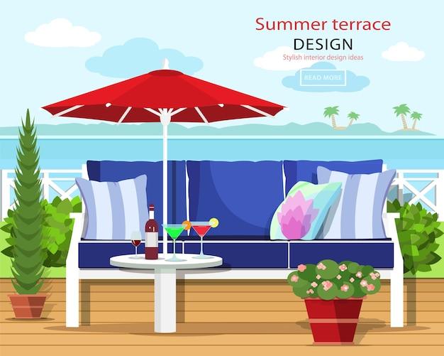 Couch und sonnenschirm auf dem balkon mit der seelandschaft.