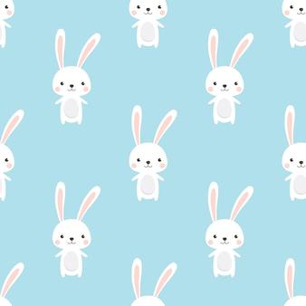 Cute kaninchen charakter nahtlose muster auf himmel blauem hintergrund