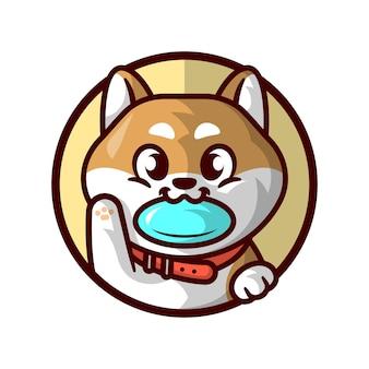 Cute shiba inu is bite a flying disc und gruss cartoon mascot logo