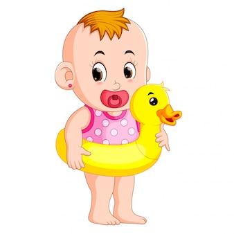 Das baby glücklich trägt boje ente