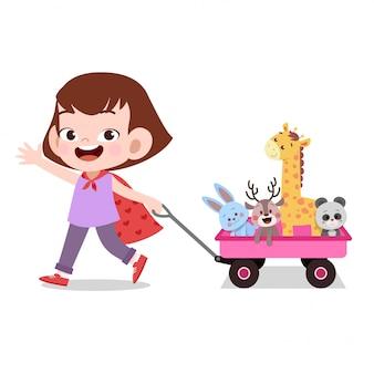 Das glückliche kindermädchen, das lastwagen zieht, spielt haustier