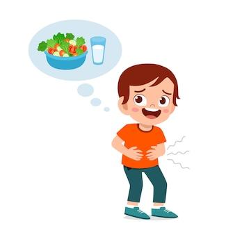 Das glückliche nette hungrige kind möchten essen