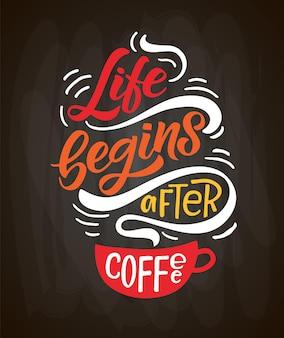 Das leben beginnt nach der kaffeebeschriftung kaffee zum mitnehmen tasse moderne kalligraphie kaffeezitat von hand skizziert