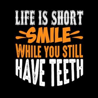 Das leben ist ein kurzes lächeln, während du noch zähne hast