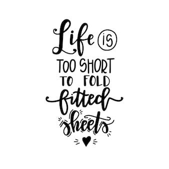 Das leben ist zu kurz, um spannbetttücher auf handgezeichneten typografieplakaten zu falten