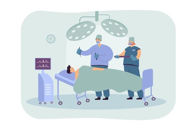 Das team erfahrener chirurgen, das patienten auf der flachen abbildung des operationstisches behandelt. medizinische karikaturarbeiter, die im operationssaal arbeiten