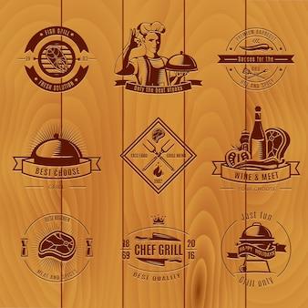 Das vintage-logo von dark bbq hat verschiedene größen und titel