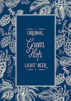 Dekorative kranzrahmenkomposition mit blauem und weißem quadrat mit inschrift über original helles bier in der mitte der karte und handgezeichnetes gekritzel mit gepunkteter linie oben und unten