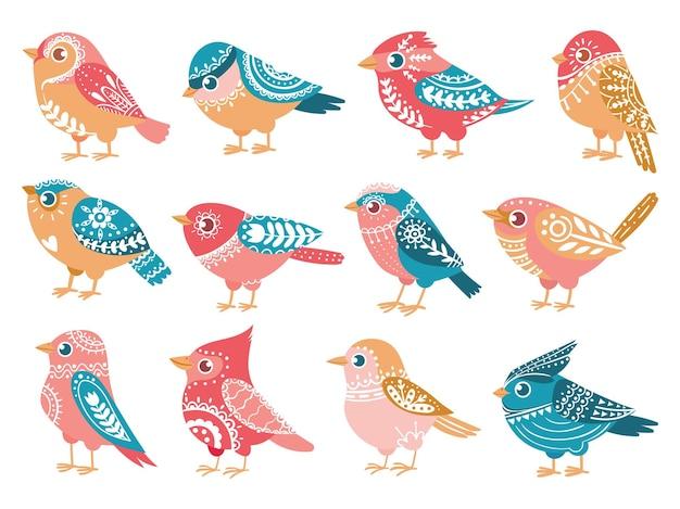 Dekorative vögel. handgezeichneter vogel mit volksverzierungen im skandinavischen stil trendige ethnische muster-feiertagsdekoration, vektorset. süßer bunter singvogel mit flügeln mit motiven isoliert
