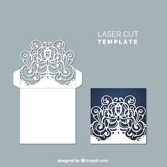 Dekorativer umschlag mit blumenlaserschnitt