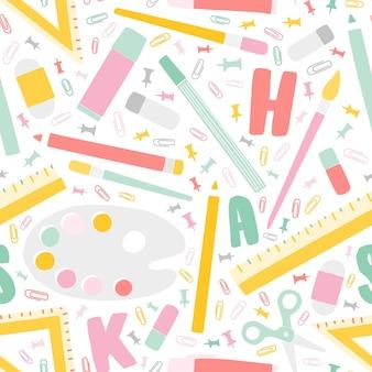 Dekoratives nahtloses muster zurück zu schule mit bildungsbedarf und alphabetbuchstaben verstreut auf weißem hintergrund auch im corel abgehobenen betrag. bunte vektorillustration im trendigen flachen stil für textildruck, hintergrund.