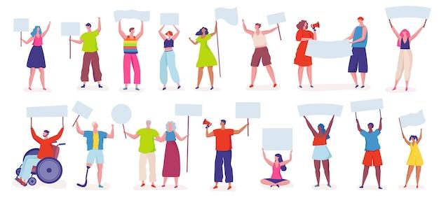 Demonstranten menschen protestieren aktivisten halten schilder banner plakate friedliche protestkundgebung Premium Vektoren