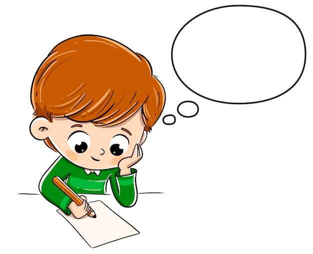 Denkender junge beim schreiben etwas auf ein papier