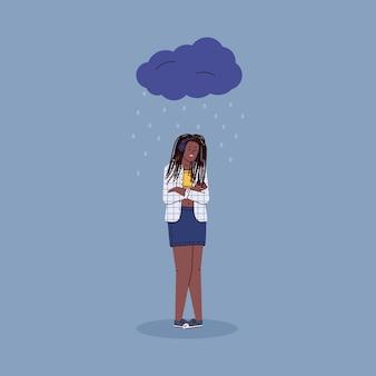 Deprimierte unglückliche frauenkarikaturfigur, die unter regenwolken steht