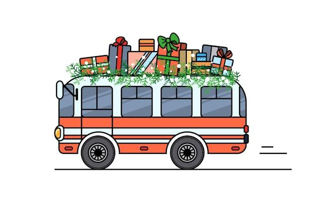 Der bus trägt weihnachtsgeschenke auf dem dach.