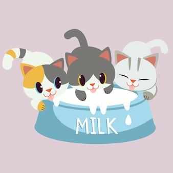 Der charakter der niedlichen katze und des freundes, die eine tasse milch trinken. katzenliebesmilch. die katze freut sich und genießt mit der großen tasse milch.