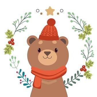 Der charakter des niedlichen bären, der mit weihnachtskranz steht.