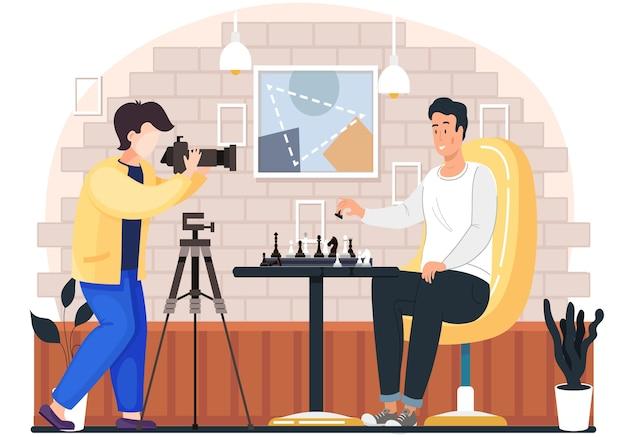Der fotograf fotografiert einen mann, der abends in gemütlicher wohnzimmeratmosphäre schach spielt. der männliche charakter hält einen bauern in der hand und macht am wochenende einen zug, ein hobby, einen wettbewerb oder ein logikspiel