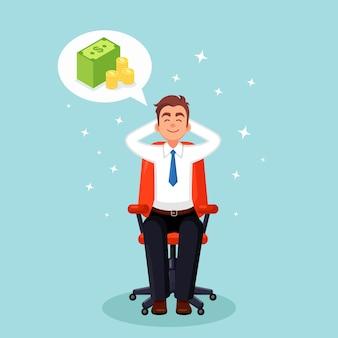 Der geschäftsmann entspannt sich und träumt von einem stapel geld am bürostuhl. finanzen, investitionen