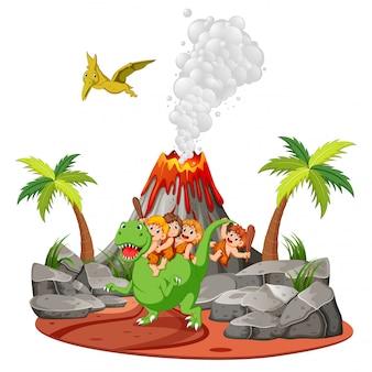 Der höhlenmensch spielt mit den dinosauriern in der nähe des vulkans