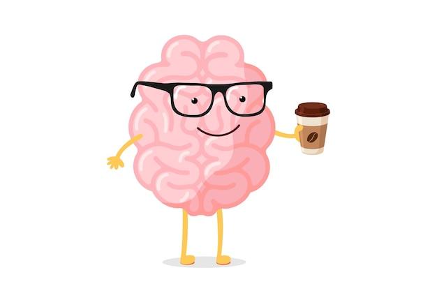 Der intelligente glückliche lächelnde menschliche gehirncharakter der karikatur mit brille hält tasse heißes getränkkaffee oder -tee. das organ des zentralen nervensystems wacht auf, lustiges konzept des guten morgens. vektor-illustration