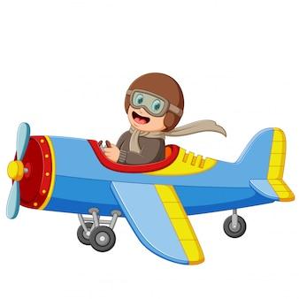 Der junge fliegt ein flugzeug mit dem glücklichen gesicht