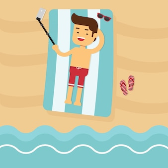 Der mann, der auf dem strand liegt, gehen, in sommerferien zu reisen