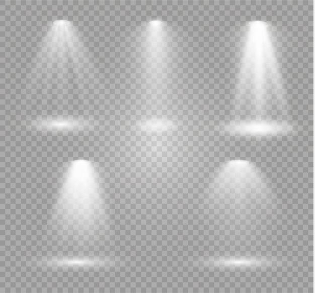 Der scheinwerfer scheint auf die bühne. licht exklusiv verwenden linsenblitzeffekt. licht von einer lampe oder einem scheinwerfer. beleuchtete szene. podium im rampenlicht.