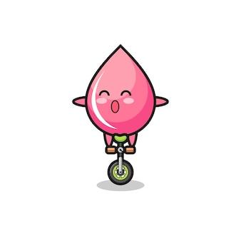 Der süße erdbeertropfensaft-charakter fährt ein zirkusrad, süßes stildesign für t-shirt, aufkleber, logo-element