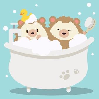 Der süße igel, der ein bad mit bürste und entengummi im flachen vektorstil nimmt