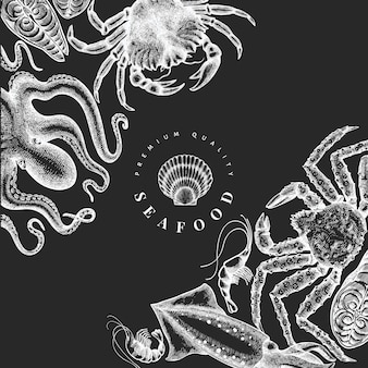Designvorlage für meeresfrüchte. hand gezeichnete vektor-meeresfrüchteillustration auf kreidetafel. lebensmittelbanner im gravierten stil. vintage meerestiere hintergrund