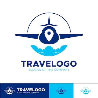 Detailliertes reiselogo mit flugzeug