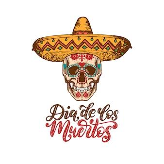 Dia de los muertos übersetzt aus dem handgeschriebenen satz zum spanischen tag der toten. vektor-illustration des schädels im sombrero auf weißem hintergrund. designkonzept für partyeinladung, grußkarte.