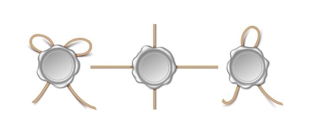 Dichtungen mit seil isoliert auf weißem hintergrund. briefmarke aus silberwachs und kreuzschnur. 3d altes realistisches mittelalterliches umschlagelementdesign. vektor-illustration